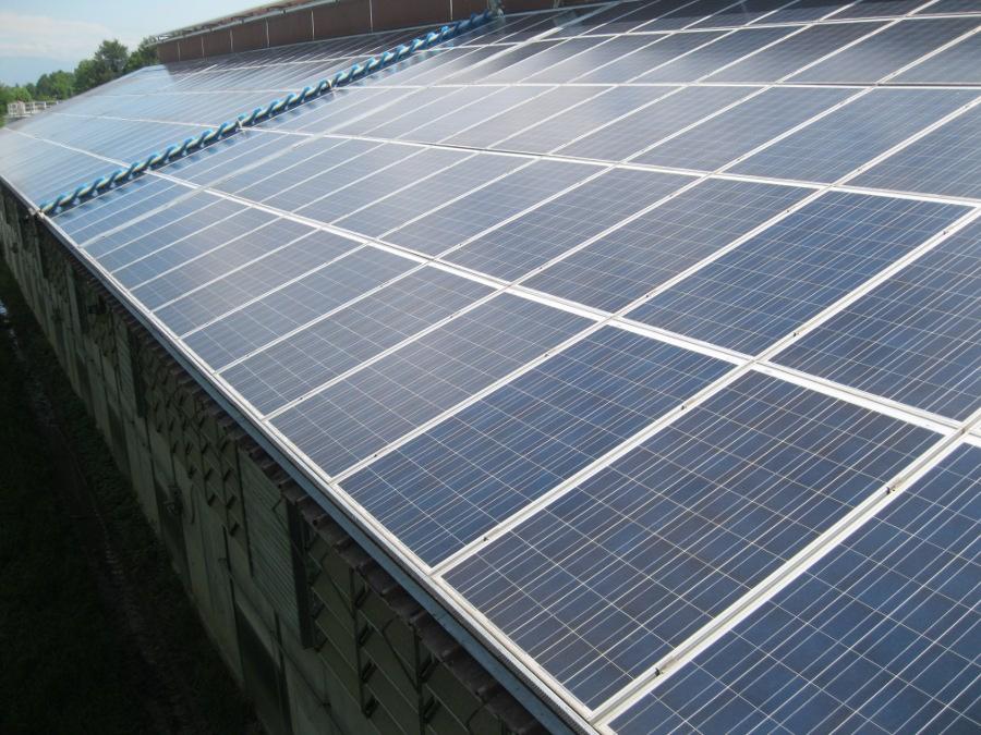 Foto pulizia pannelli solari for Pannelli solari immagini